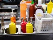 Condiments используемые для барбекю Стоковые Фотографии RF