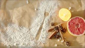 Condiments pour la pâtisserie sur la boulangerie de table à la maison clips vidéos