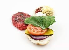 Condire in su un hamburger Immagine Stock Libera da Diritti