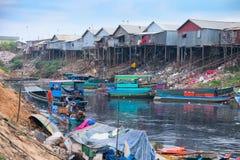 Conditions de vie antihygiéniques sur la sève de Tonle de lac Image stock