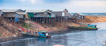 Conditions de vie antihygiéniques sur la sève de Tonle de lac Images stock