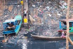 Conditions de vie antihygiéniques sur la sève de Tonle de lac Photographie stock libre de droits