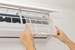 Condizionamento d'aria su una parete bianca Fotografia Stock Libera da Diritti