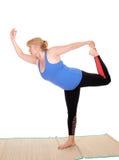 Condizione dell'istruttore di yoga, pose di rappresentazione Immagine Stock Libera da Diritti