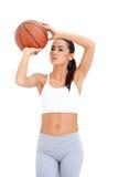 Condizione della donna e pallacanestro della tenuta fotografia stock
