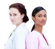 Condizione femminile carismatica del medico e dell'infermiera fotografia stock