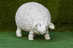 Condizione grassa della statua delle pecore Fotografia Stock