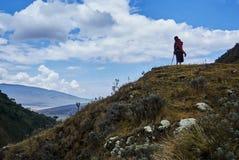 Condizione masai tradizionale sopra il cratere della montagna immagine stock libera da diritti