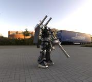 Condizione mech del soldato di fantascienza su un fondo del paesaggio Robot futuristico militare con un verde e un metallo grigio illustrazione di stock