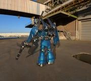 Condizione mech del soldato di fantascienza su un fondo del paesaggio Robot futuristico militare con un verde e un metallo grigio illustrazione vettoriale