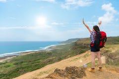 Condizione turistica dello zaino nelle alte colline Immagine Stock