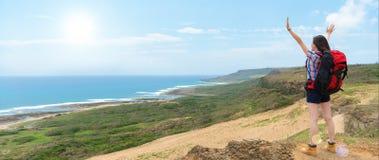 Condizione turistica dello zaino nelle alte colline Fotografia Stock