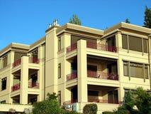 Condomínio/complexo de apartamentos Foto de Stock Royalty Free