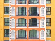 Condomínio horizontal que constrói o assoalho múltiplo Fotos de Stock Royalty Free