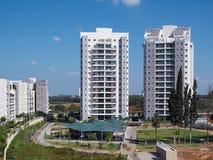 Condomínio luxuoso dos apartamentos do projeto moderno Fotografia de Stock Royalty Free
