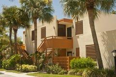 Condomínios coloridos nos tropics Foto de Stock Royalty Free