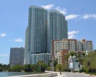 Condomínios na baía de Biscayne imagens de stock
