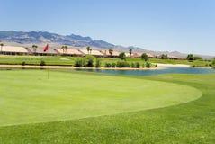 Condomínios no campo de golfe Fotos de Stock