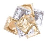 Condomen op een witte achtergrond Stock Afbeelding