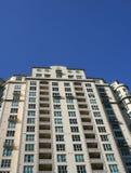 Condomini di palazzo multipiano Fotografia Stock Libera da Diritti