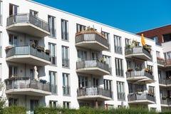 Condominio bianco moderno a Berlino Immagine Stock