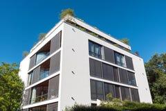 Condominio bianco moderno visto a Berlino Immagine Stock