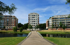 Condominio classico con il giardino Fotografia Stock
