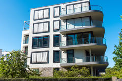 Condominio con i balconi rotondi Fotografia Stock