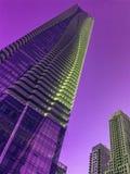 Condominio del oeste ultravioleta de Bloor de la opinión de ángulo bajo una en Toronto foto de archivo libre de regalías