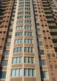 Condominio di palazzo multipiano immagini stock