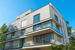 Condominio grigio moderno a Berlino Immagini Stock