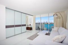 Condominio interno bianco Fotografie Stock
