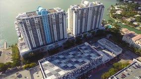 Condominios de la costa en vídeo de la antena de Miami Beach metrajes