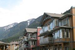 Condominios de la montaña imagenes de archivo