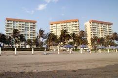 Condominios de la playa Imagen de archivo libre de regalías