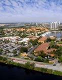 Condominios y opinión del centro comercial Imagen de archivo