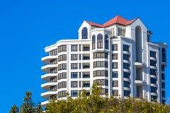 Condominium ayant beaucoup d'étages moderne Photo libre de droits
