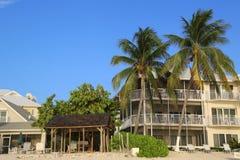 Condominium de luxe situé sur les sept Miles Beach chez Grand Cayman Photographie stock libre de droits