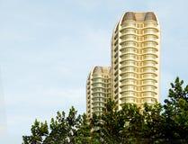 Condominium par le stationnement Image stock