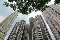 Condominiums ayant beaucoup d'étages et immeubles de bureaux Photo libre de droits
