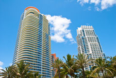 Condominiums du sud de High Rise de plage Photographie stock