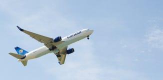 Condor Boeing 767-300 Photographie stock libre de droits