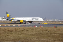 Condor Boeing 757 d'†d'aéroport international de Francfort le «décolle Photographie stock