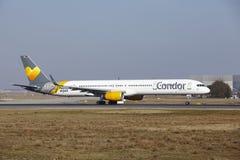 Condor Boeing 757 d'†d'aéroport international de Francfort le «décolle Image libre de droits