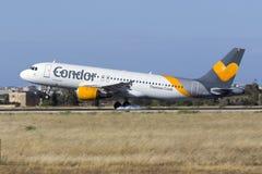 Condor A320 em finais curtos Fotografia de Stock Royalty Free
