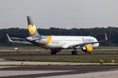 Condorluchtbus A321 bij de Luchthaven van Frankfurt royalty-vrije stock fotografie