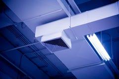 Condotta dell'aria pulita con il tono di colore immagine stock libera da diritti