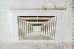 Condotta dell'aria pulita, il pericolo e la causa di polmonite nell'uomo dell'ufficio Fotografia Stock Libera da Diritti