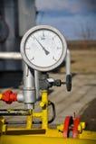 Condotta di gas di pressione dei manometri con la valvola Fotografia Stock Libera da Diritti