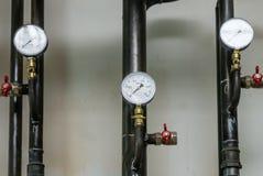 Condotti termici con i manometri Fotografia Stock